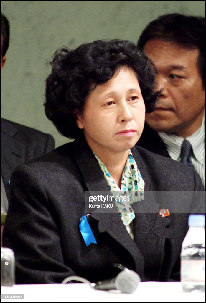 Five Japanese Citizens, Abducted Almost A Quarter Of A Century Ago Returned Home To Japan In Tokyo, Japan On October 15, 2002 : ニュース写真