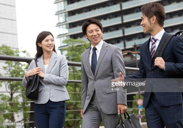 five men and women walking outdoor business - nur japaner stock-fotos und bilder