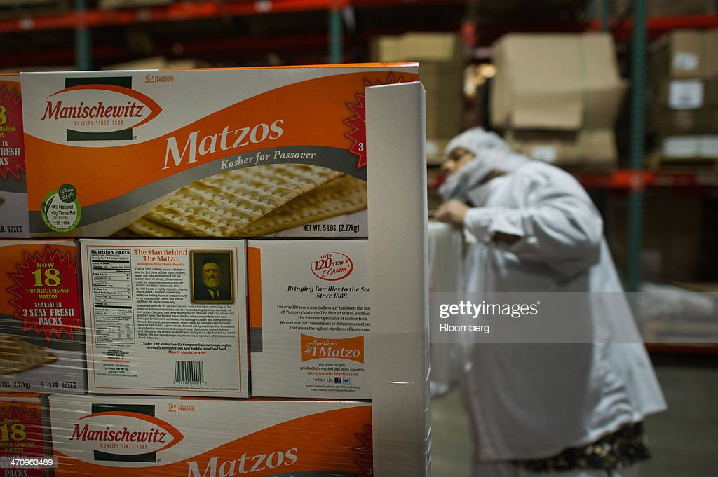 Matzo Production Inside The Manischewitz Co. : News Photo