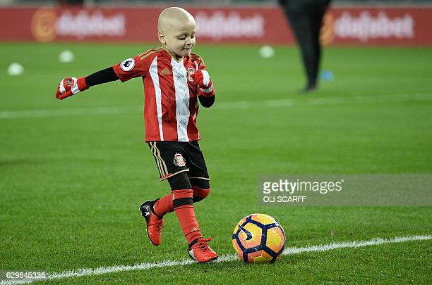 Fiveyearold Sunderland fan and cancer patient Bradley Lowery warms up on the pitch with the Sunderland players ahead of the English Premier League...