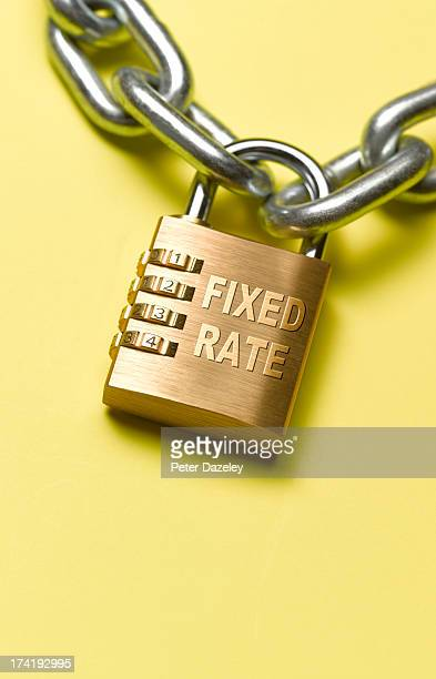 Fixed rate padlock and chain