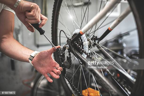 Fixing the bicycle wheel
