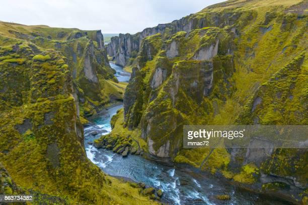 fjadrargljufur キャニオン、アイスランド - 峡谷 ストックフォトと画像