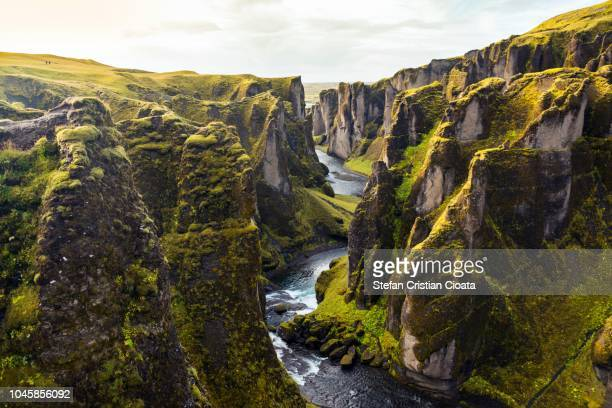 fjadrargljufur canyon in iceland - horizontal stock-fotos und bilder