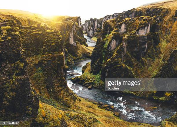 fjadrargljufur canyon in iceland - canyon foto e immagini stock