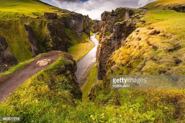 fjadrargljufur canyon in summer, iceland - sud foto e immagini stock