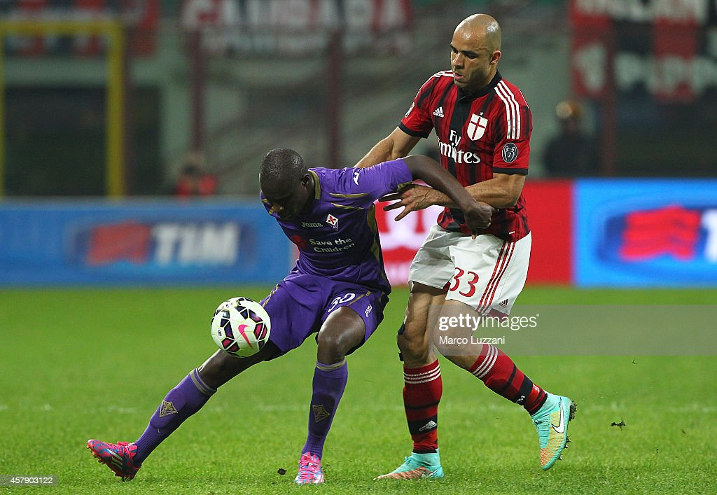 FKhouma El Babacar of ACF Fiorentina competes for the ball with Alex Dias da Costa of AC Milan during the Serie A match between AC Milan and ACF Fiorentina at Stadio Giuseppe Meazza on October 26, 2014 in Milan, Italy.