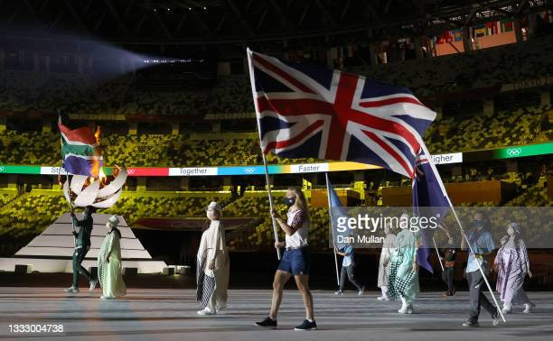 Flag bearer Laura Kenny of Team Great Britain during the Closing Ceremony of the Tokyo 2020 Olympic Games at Olympic Stadium on August 08, 2021 in...
