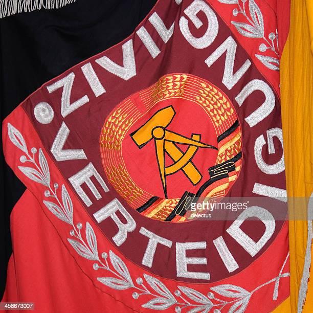 bandiera di difesa civile di rdt - bandiera comunista foto e immagini stock