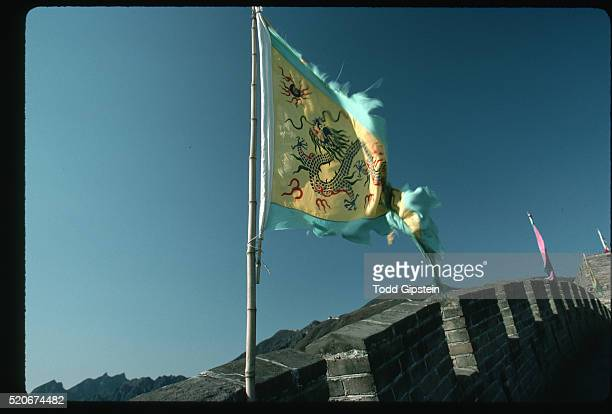 flag flying on the great wall of china - gipstein stock pictures, royalty-free photos & images