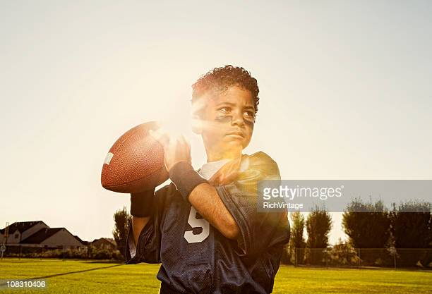 flag football player-quarterback - termine sportivo foto e immagini stock