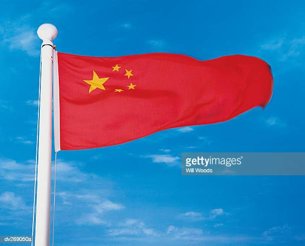 flag of china on flagpole waving in wind - bandiera comunista foto e immagini stock