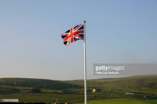 flag of england at houton, orkney, scotland - bandiera inglese foto e immagini stock