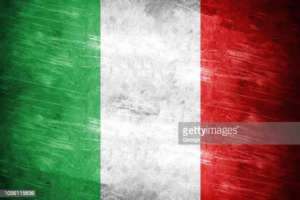 flag of italy, steel texture - bandera italiana fotografías e imágenes de stock