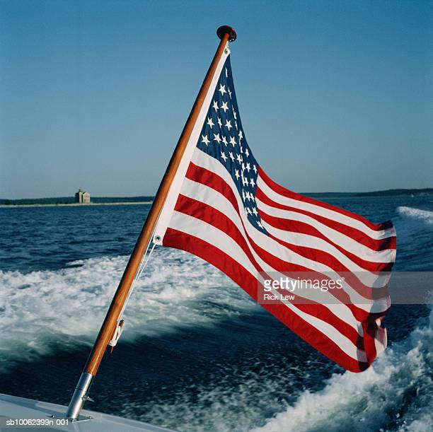 us flag on back of boat - american flag ocean stock pictures, royalty-free photos & images