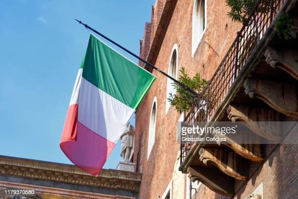 flag over the romeo's house, balcony, facades, verona, veneto, travel in italy. - italian flag stock pictures, royalty-free photos & images