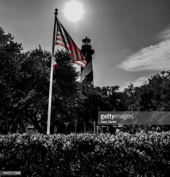 usa flag with the st augustine lighthouse - st augustine lighthouse - fotografias e filmes do acervo