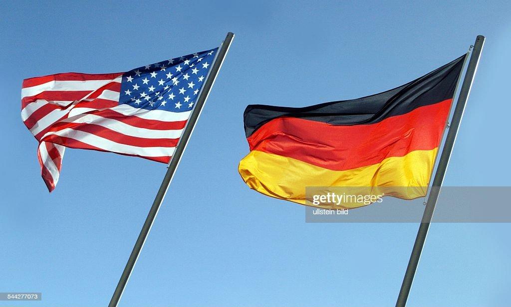 flagge der usa und deutschland vor blauem himmel symbolfoto news photo getty images. Black Bedroom Furniture Sets. Home Design Ideas