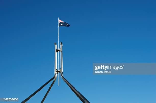 flagmast of parliament house, canberra, australian capital territory, australia - australian capital territory stockfoto's en -beelden