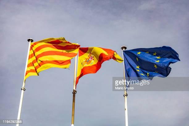 flags at barcelona airport - カタルーニャ独立運動 ストックフォトと画像