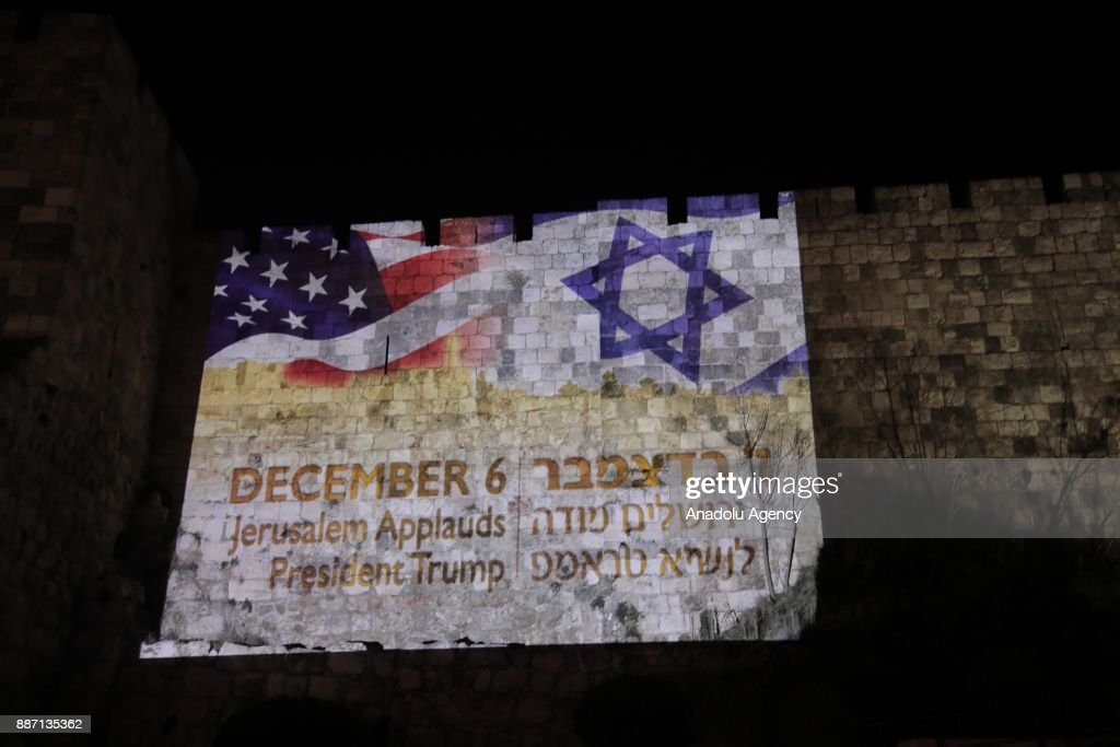 Flags of the United States and Israel reflected on historical walls of Jerusalem : News Photo