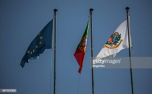 flags on santa casa da misericordia, lisbon, portugal - casa stockfoto's en -beelden