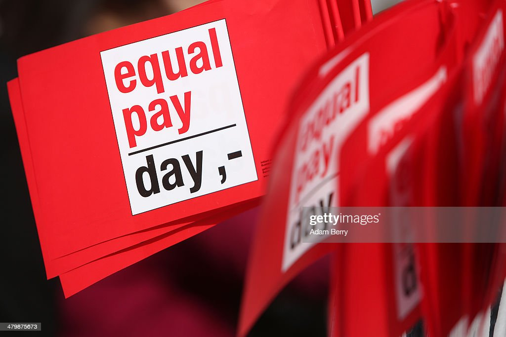 """""""Equal Pay Day"""" Protesters Demand Equal Pay For Women : News Photo"""