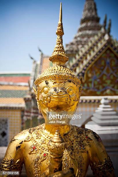 flaking golden figures, grand palace, bangkok, thailand - jake warga stock pictures, royalty-free photos & images