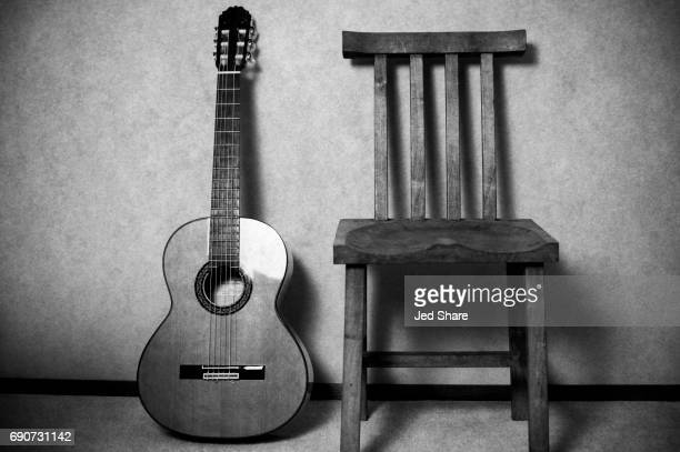 flamenco classical guitar and a chair to sit & play - guitare classique photos et images de collection