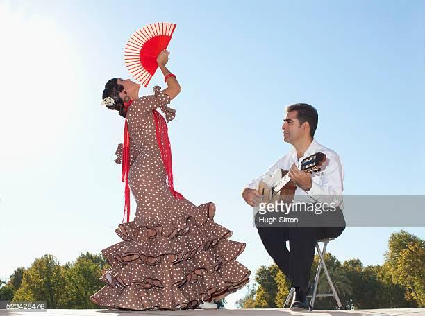 flamenco dancer and guitarist - hugh sitton stockfoto's en -beelden