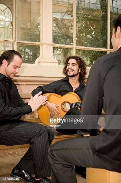 musicisti di flamenco - chitarra classica foto e immagini stock