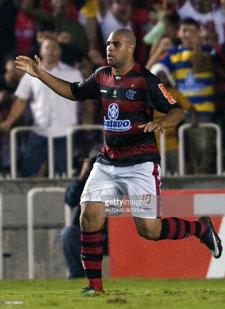 Flamengo Adriano celebrates his goal against Universidad de Chile during their Libertadores Cup quarterfinal football match on May 12, 2010 at the Maracana stadium in Rio de Janeiro. AFP PHOTO/Antonio SCORZA