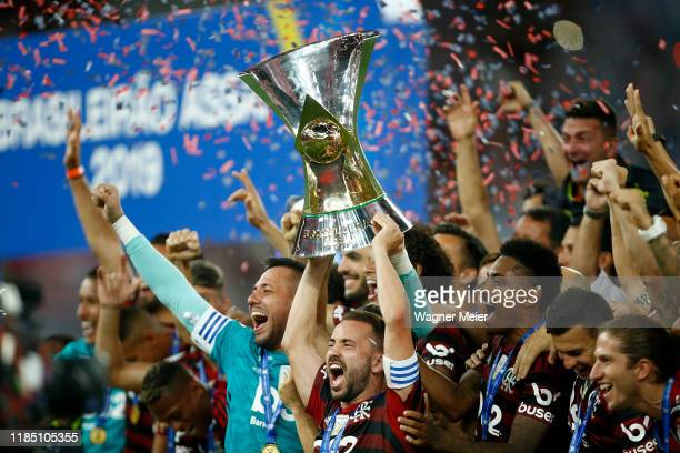 Flamengo captain Everton Ribeiro holds the trophy after winning the Brasileirao 2019 after the match against Ceará at Maracana Stadium on November...