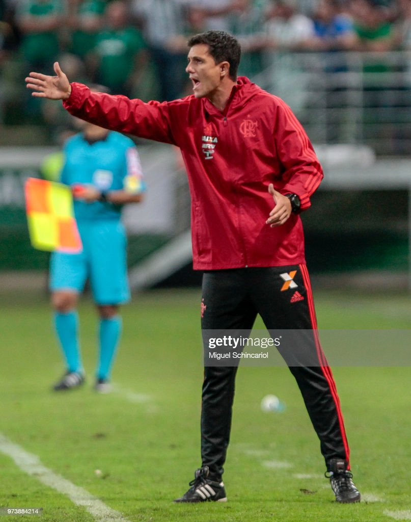 Flamengo team coach Mauricio Barbieri gestures during a match between Palmeiras and Flamengo for the Brasileirao Series A 2018 at Allianz Parque Stadium on June 13, 2018 in Sao Paulo, Brazil.