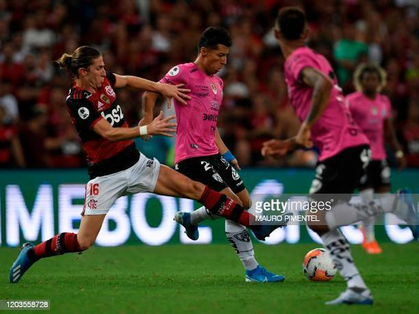Flamengo's defender Filipe Luis and Ecuador's Independiente del Valle player Steven Franco vie for the ball during their Recopa Sudamericana 2020...