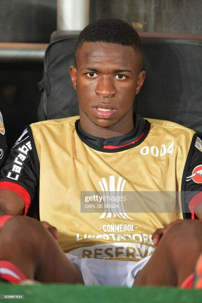 Flamengo's Vinicius Junior sits on the bench before their group stage Libertadores soccer match against Argentina's River Plate at Nilton Santos football stadium in Rio de Janeiro, Brazil on February 28, 2018. / AFP PHOTO / Carl DE