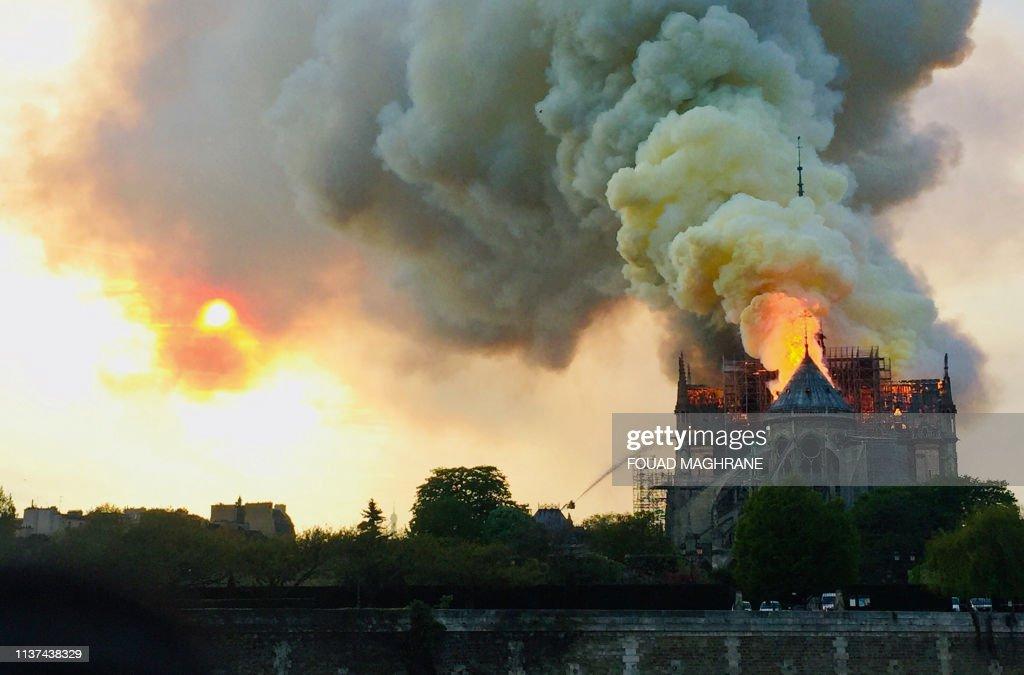 FRANCE-FIRE-NOTRE DAME : News Photo