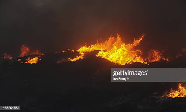 huge fire at recycling plant in sherburn in elmet ストックフォトと