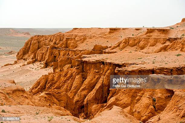 flaming cliffs at gobi desert in the ömnögovi province of mongolia. - omnogov stock pictures, royalty-free photos & images