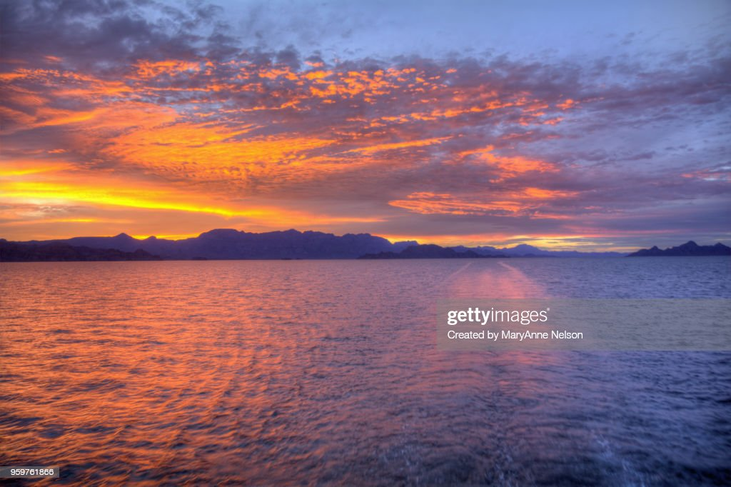 Flaming-colored Water and Clouds at Sunset : Stock-Foto