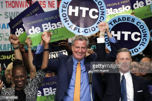 Flanked by his wife Chirlane McCray and New York Hotel and Motel Trades Council president Peter Ward Democratic presidential candidate and New York...