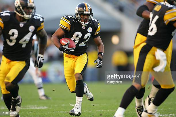Flanker Antwaan Randle El of the Pittsburgh Steelers carries the ball against the Philadelphia Eagles during the game at Heinz Field on November 7,...