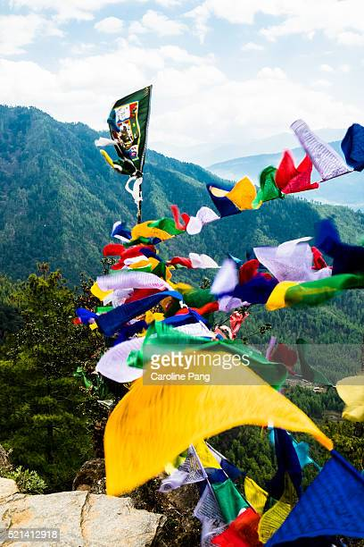 flapping prayer flags - caroline pang stock pictures, royalty-free photos & images