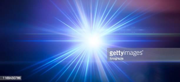 flash light - sonnenstrahl stock-fotos und bilder