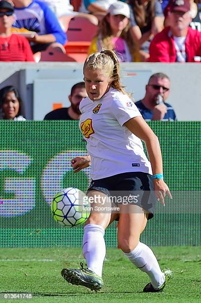 Flash midfielder McCall Zerboni centers the ball during the 2016 NWSL Championship soccer match between WNY Flash and Washington Spirit at BBVA...