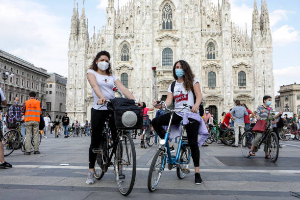 ITA: Flash Mob 'Milano Cambia Giro' To Promote The Use Of The Bike