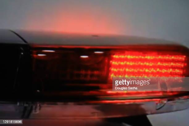 flashing ambulance lights for emergencies - streaker stock pictures, royalty-free photos & images