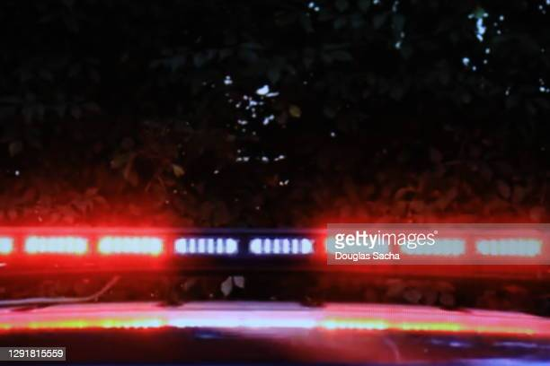 flashing fire truck lights for emergencies - streaker stock pictures, royalty-free photos & images