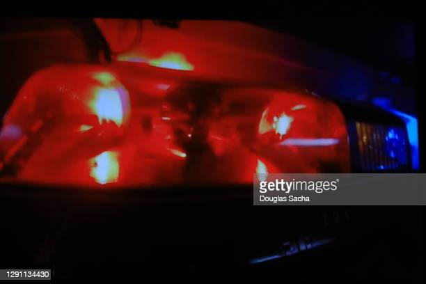 flashing police car lights for emergencies - streaker stock pictures, royalty-free photos & images