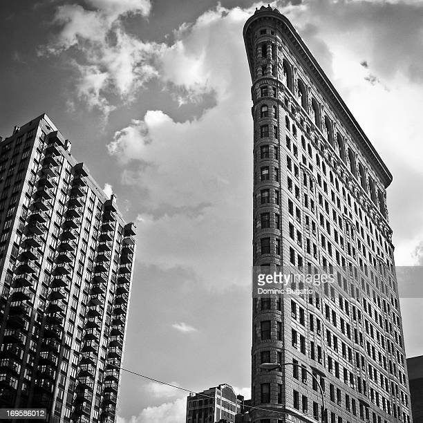CONTENT] Flat Iron Bulding in New York lack White